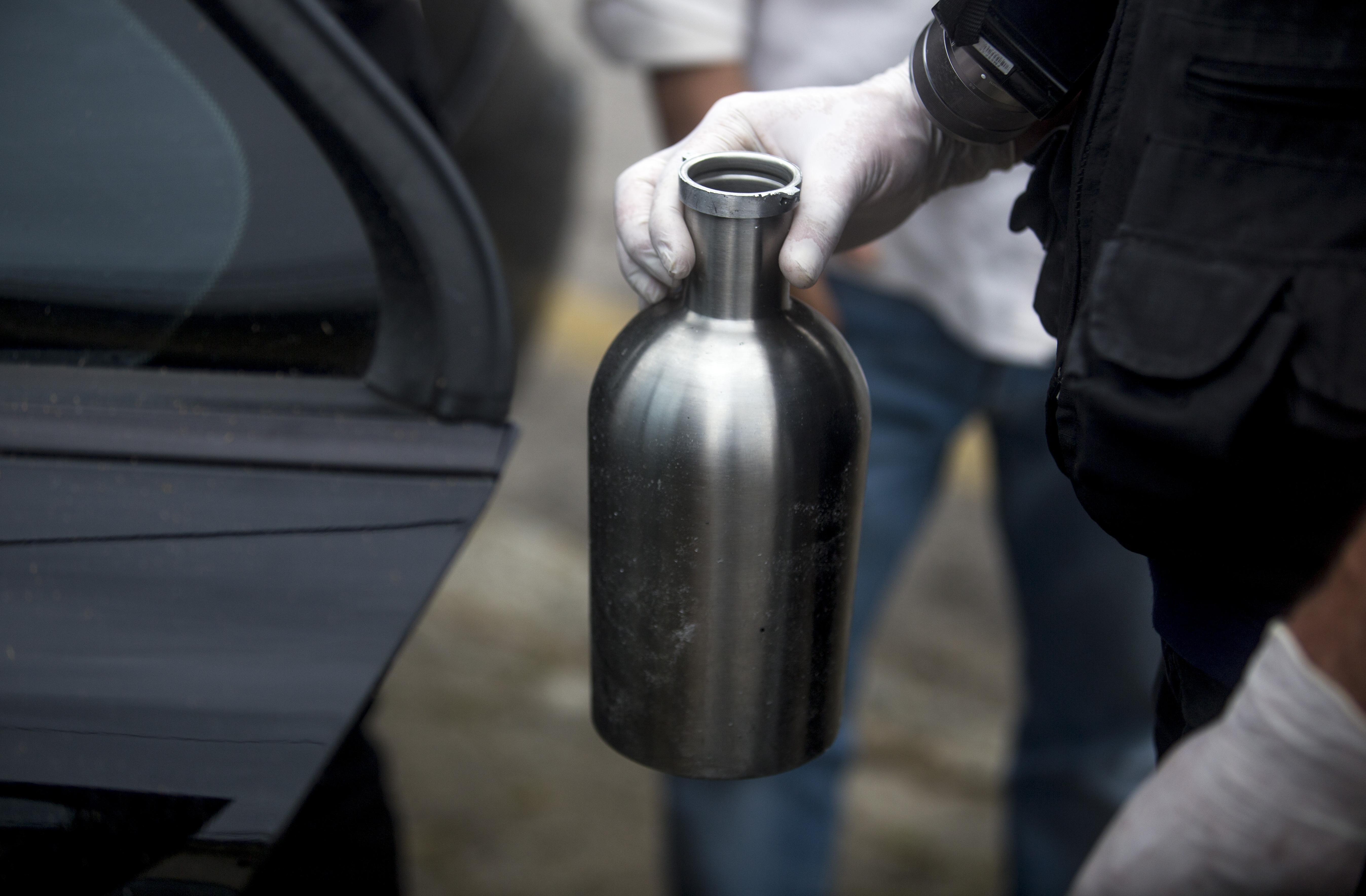 Perícia realizada na sexta à tarde pelo IGP localizou garrafa com resto de cerveja dentro do carro - Flávio Tin/ ND