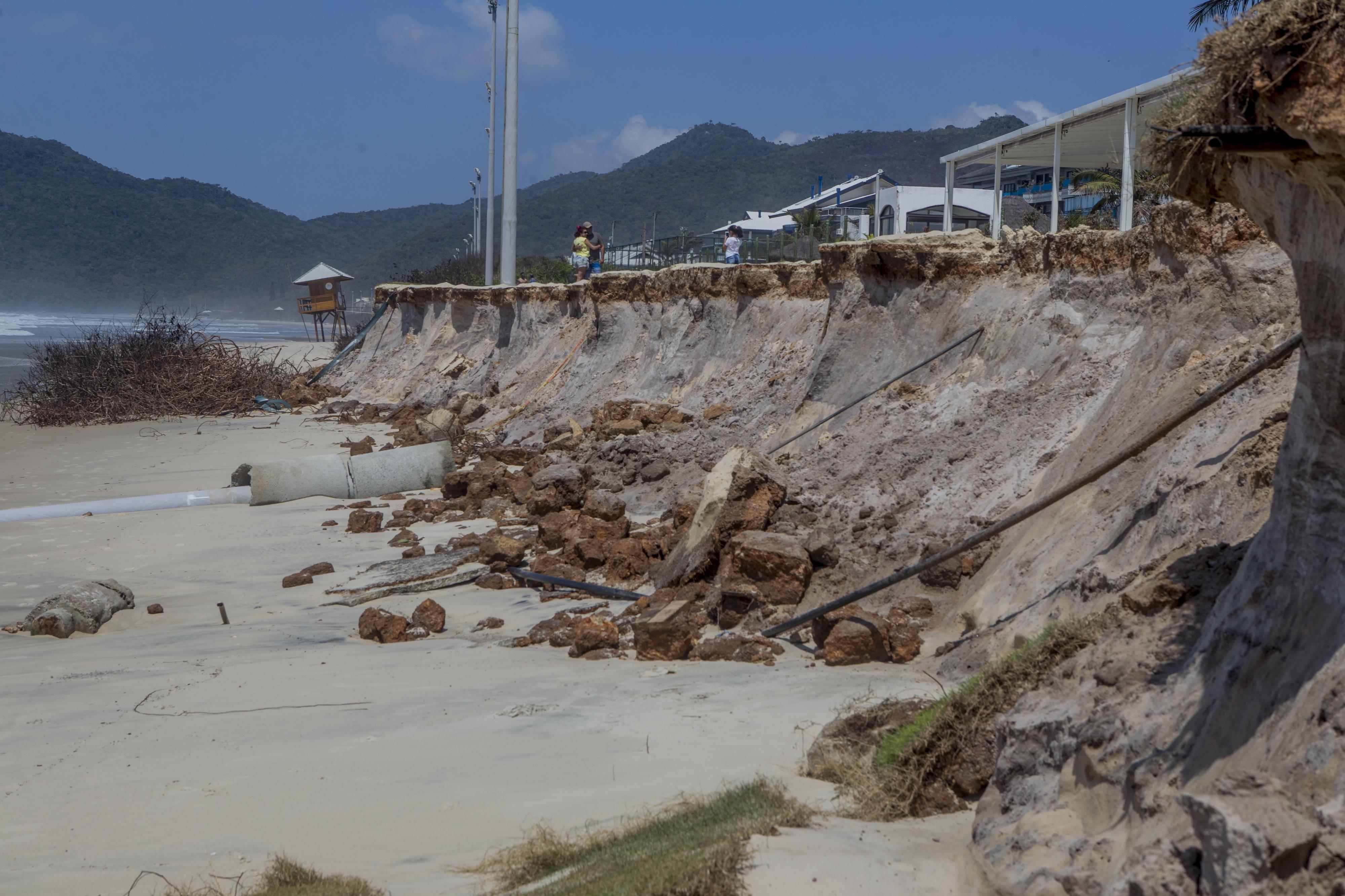A ressaca é provocada pela junção das marés astronômica e meteorológica, além da incidência das ondas geradas pelos ventos - Flávio Tin/ND