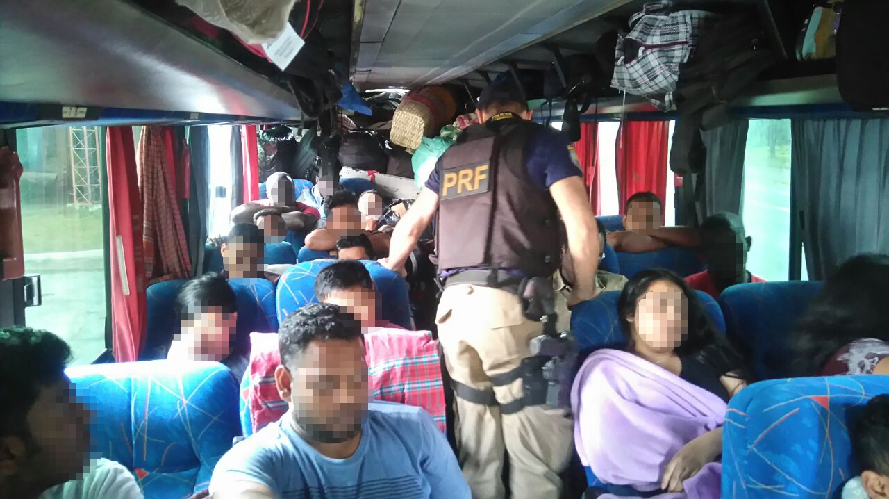 Os passageiros haviam trabalhado no fim de semana como ambulantes no Rio Grande do Sul - Divulgação/PRF/ND