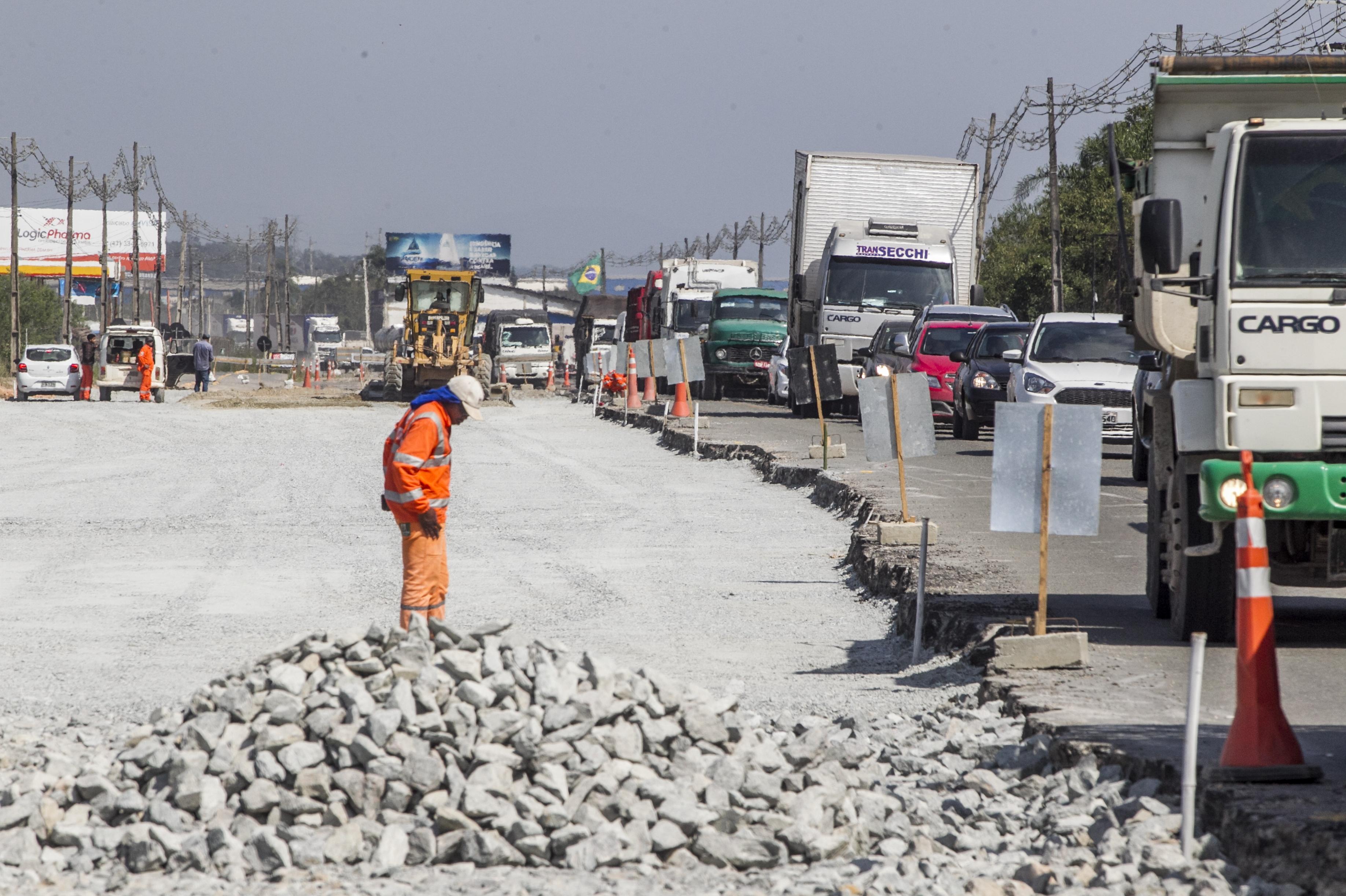 Motoristas aguardam a duplicação da rodovia - Marco Santiago/ND