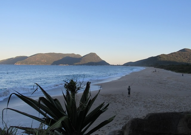 Moradora fez um registro da praia dias antes da maré subir e é possível ver uma longa faixa de areia - Inês Carmelita Lohn/ND