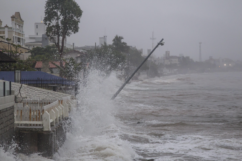 Dos cinco quilômetros de praia, o canto direito foi o mais atingido - Marco Santiago/ND