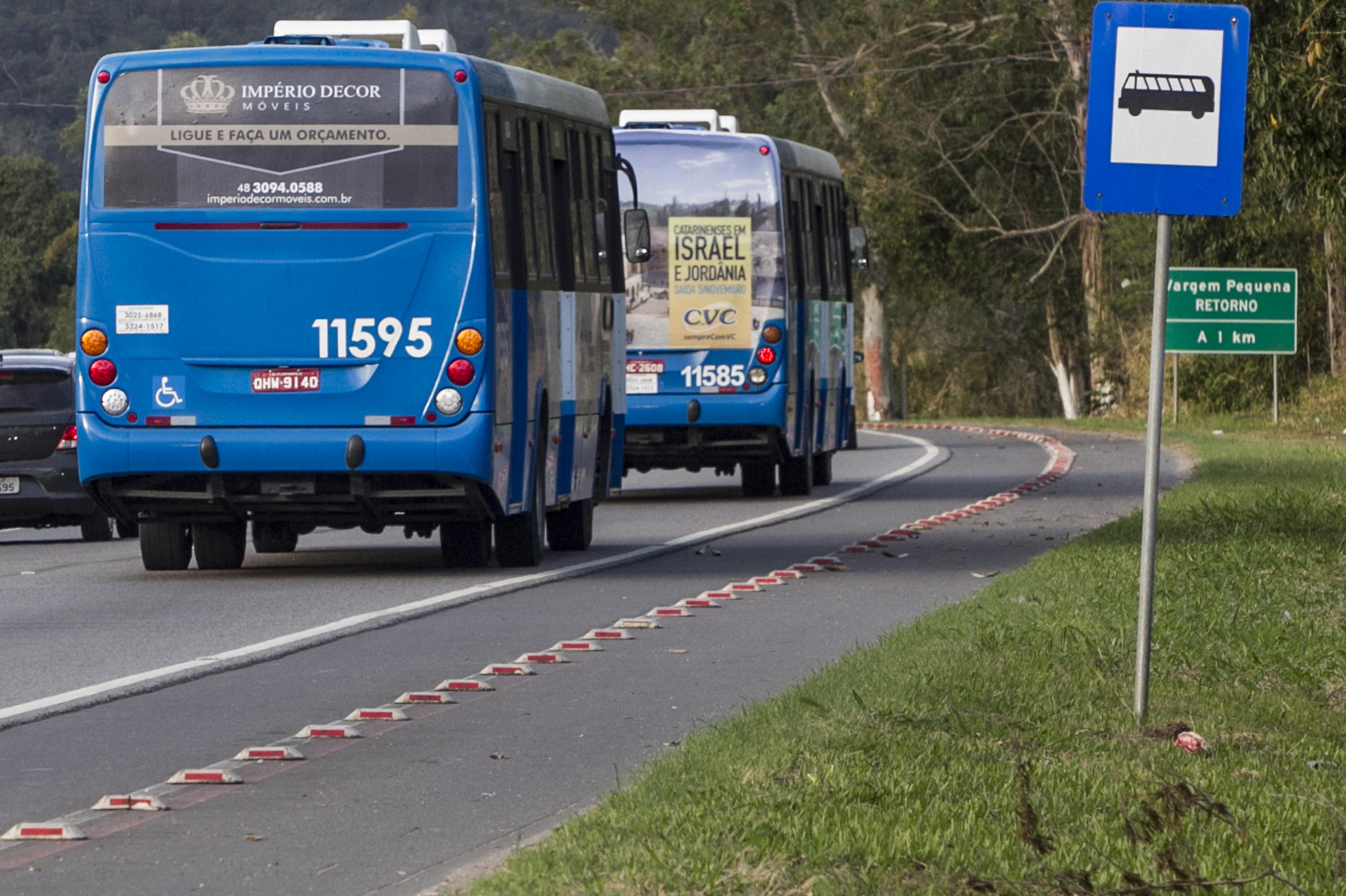 Pontos de ônibus ao longo da rodovia não são recuados - Marco Santiago/ND