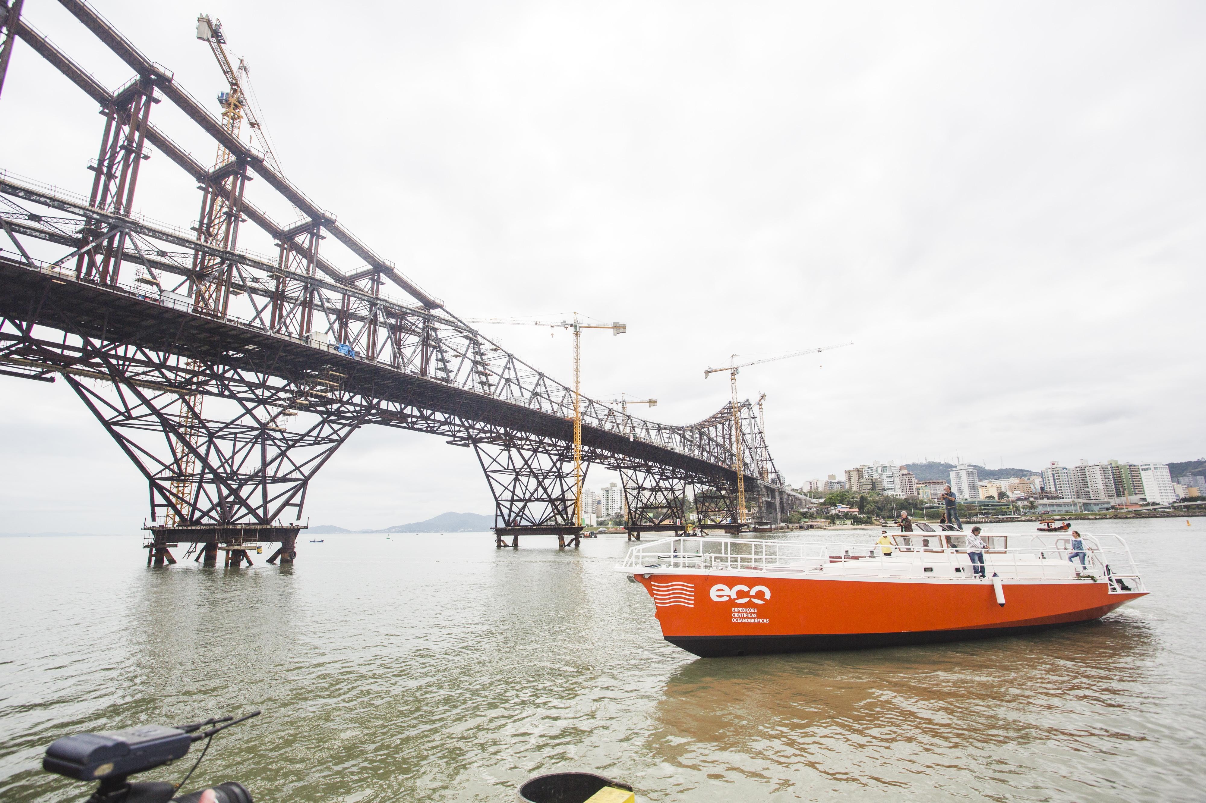 Veleiro foi colocado na água pela primeira vez nesta quarta-feira - Daniel Queiroz/ND