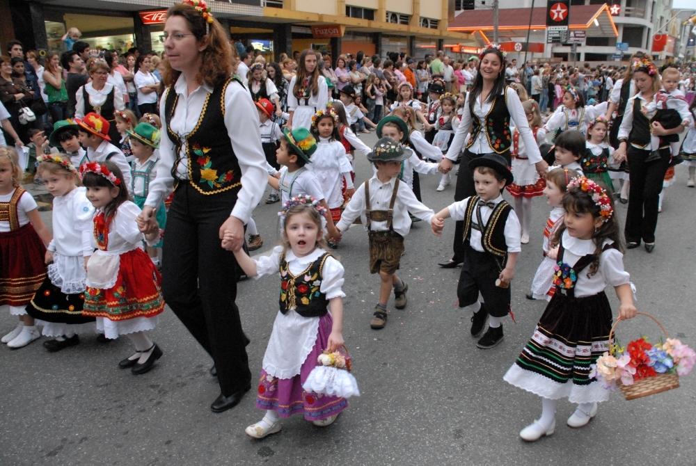 Desfiles e apresentações artísticas também fazem parte da Fenarreco, de Brusque - Norberto Cidade/SOL/Divulgação/ND