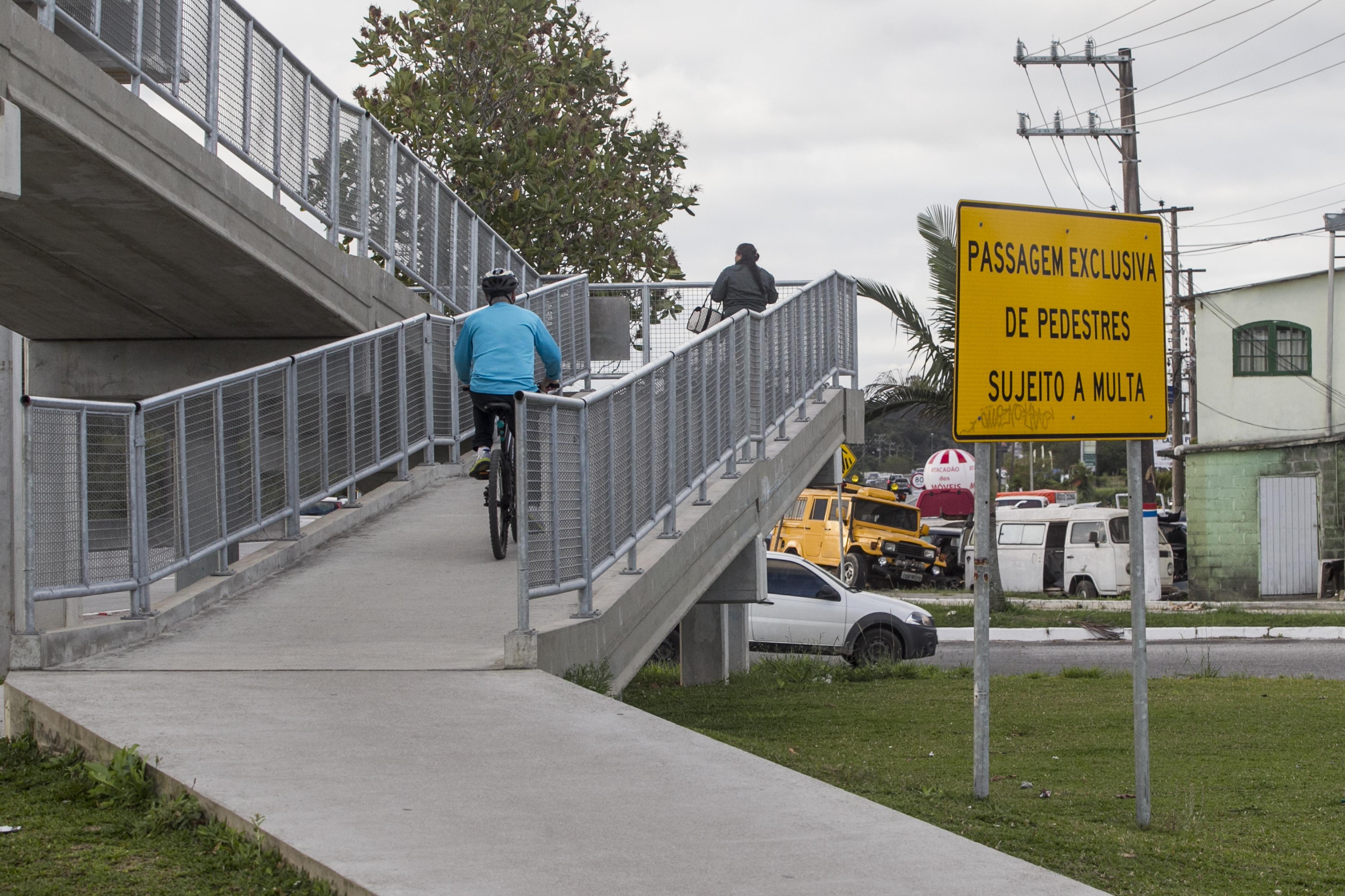 Pedestres reclamam a falta de passarelas - Marco Santiago/ND