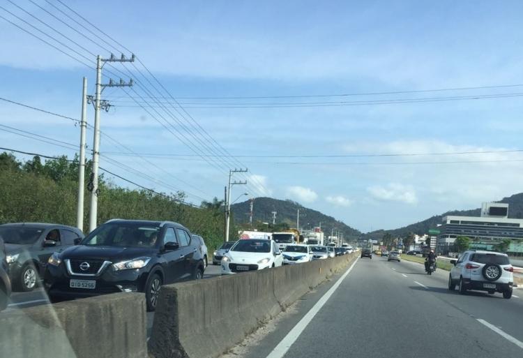 O acidente provocou filas no sentido Centro da rodovia - Divulgação/ND