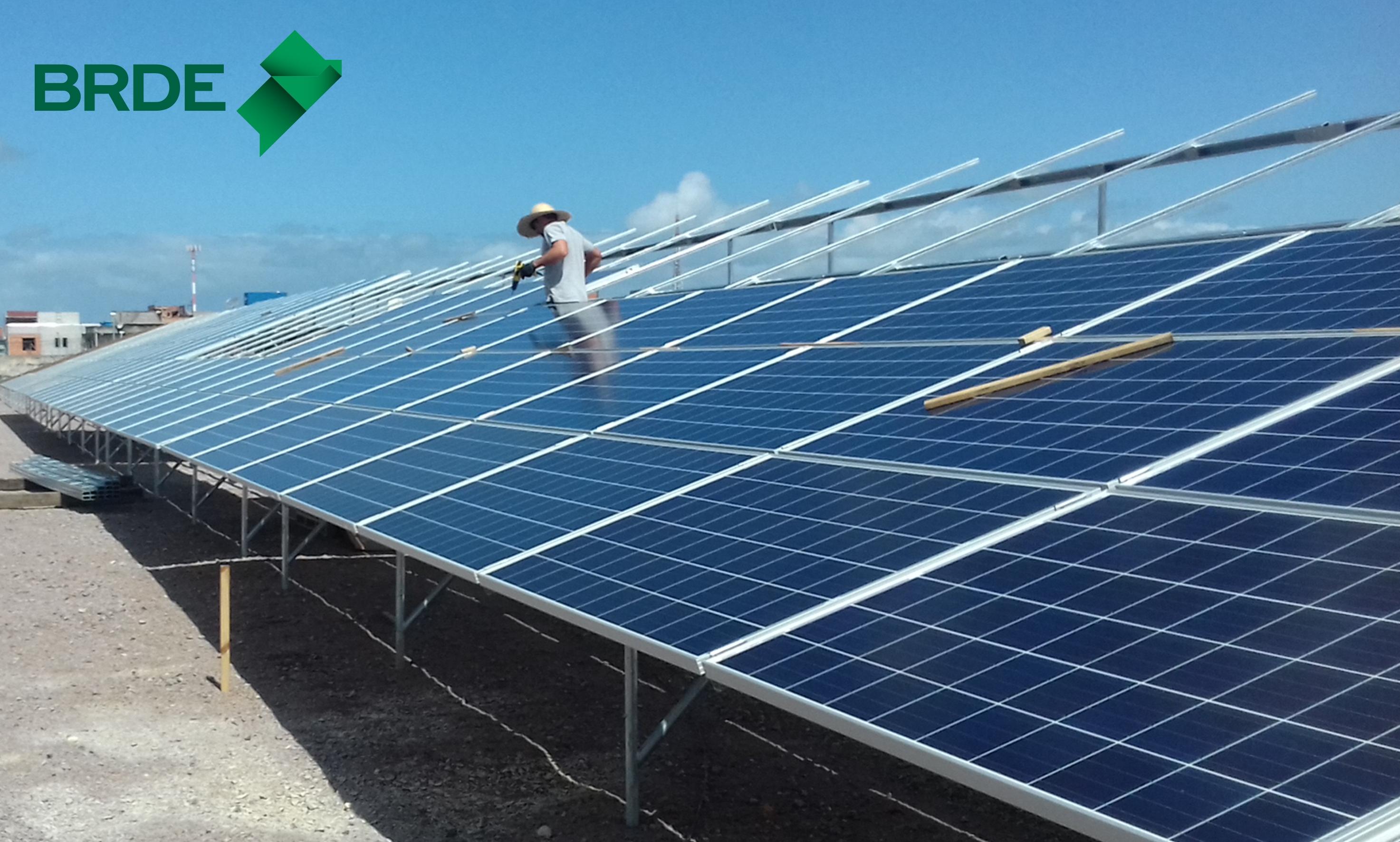 Painéis estão conectados a inversor em processo de energia fotovoltaica - Foto/Divulgação