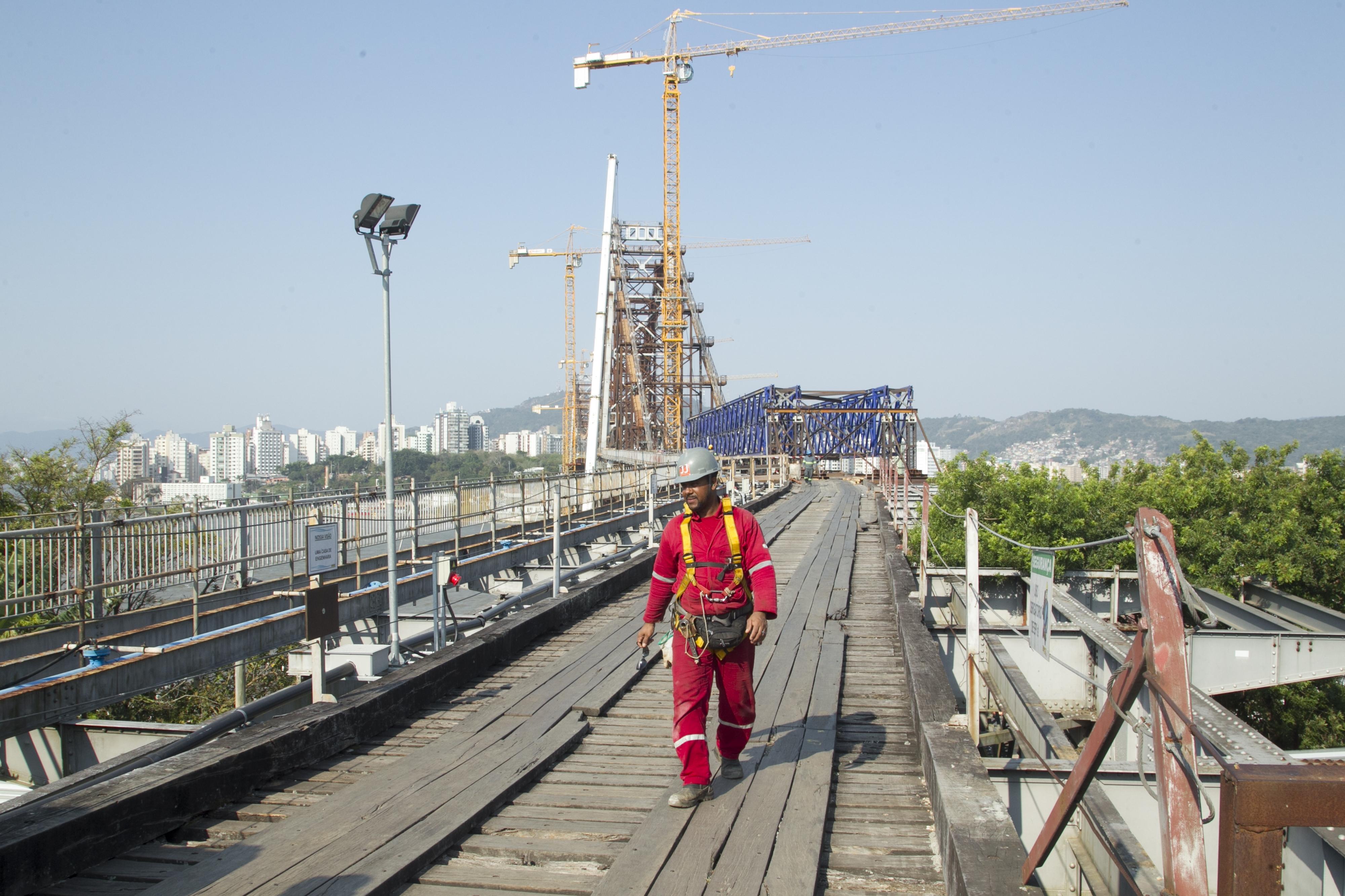 Da parte visível da ponte, apenas as torres e as treliças serão mantidas - Marco Santiago/ND