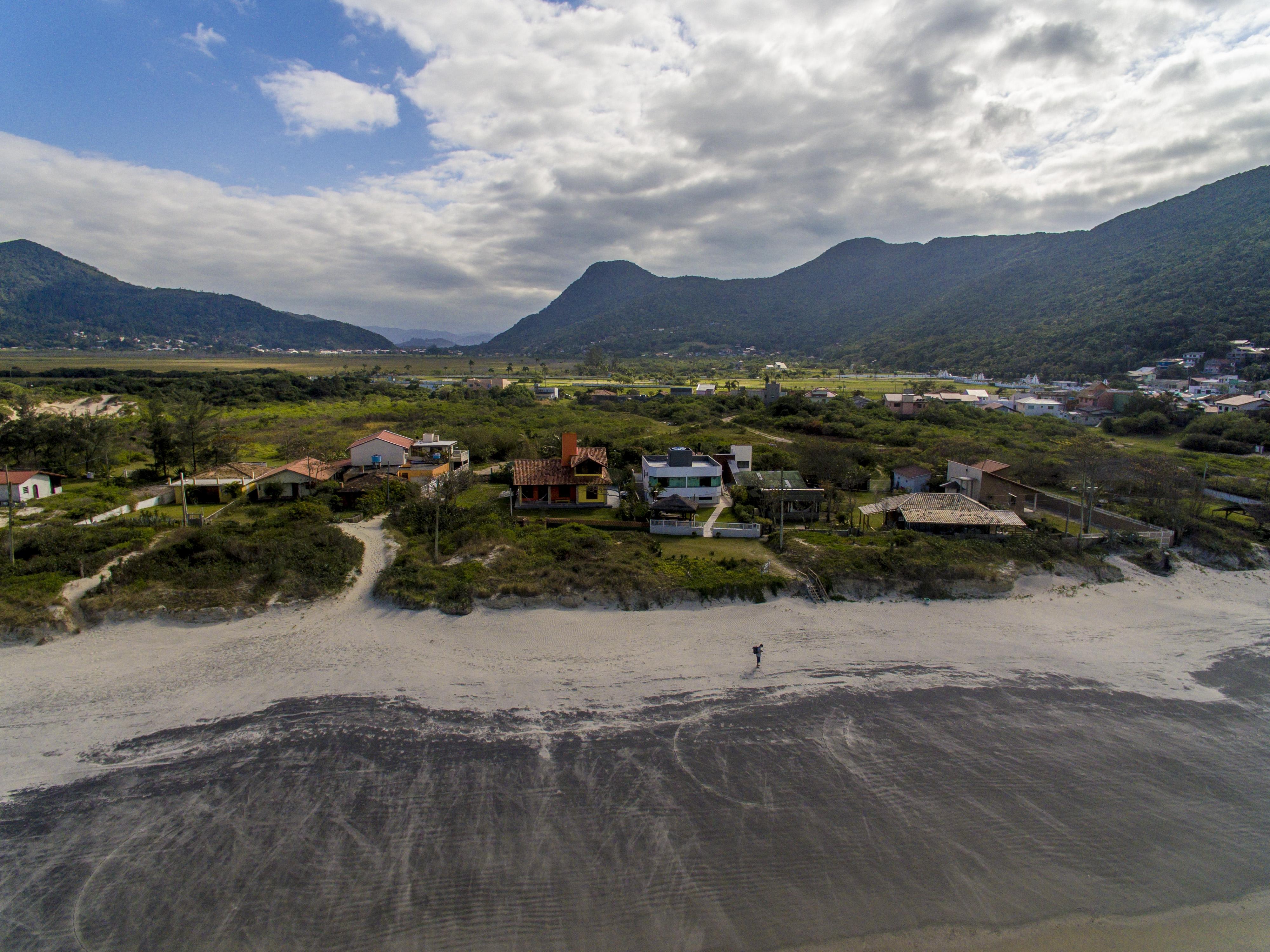 No Pântano do Sul, duas grandes porções de terras foram parar nas mãos de construtoras - Flávio Tin/ND