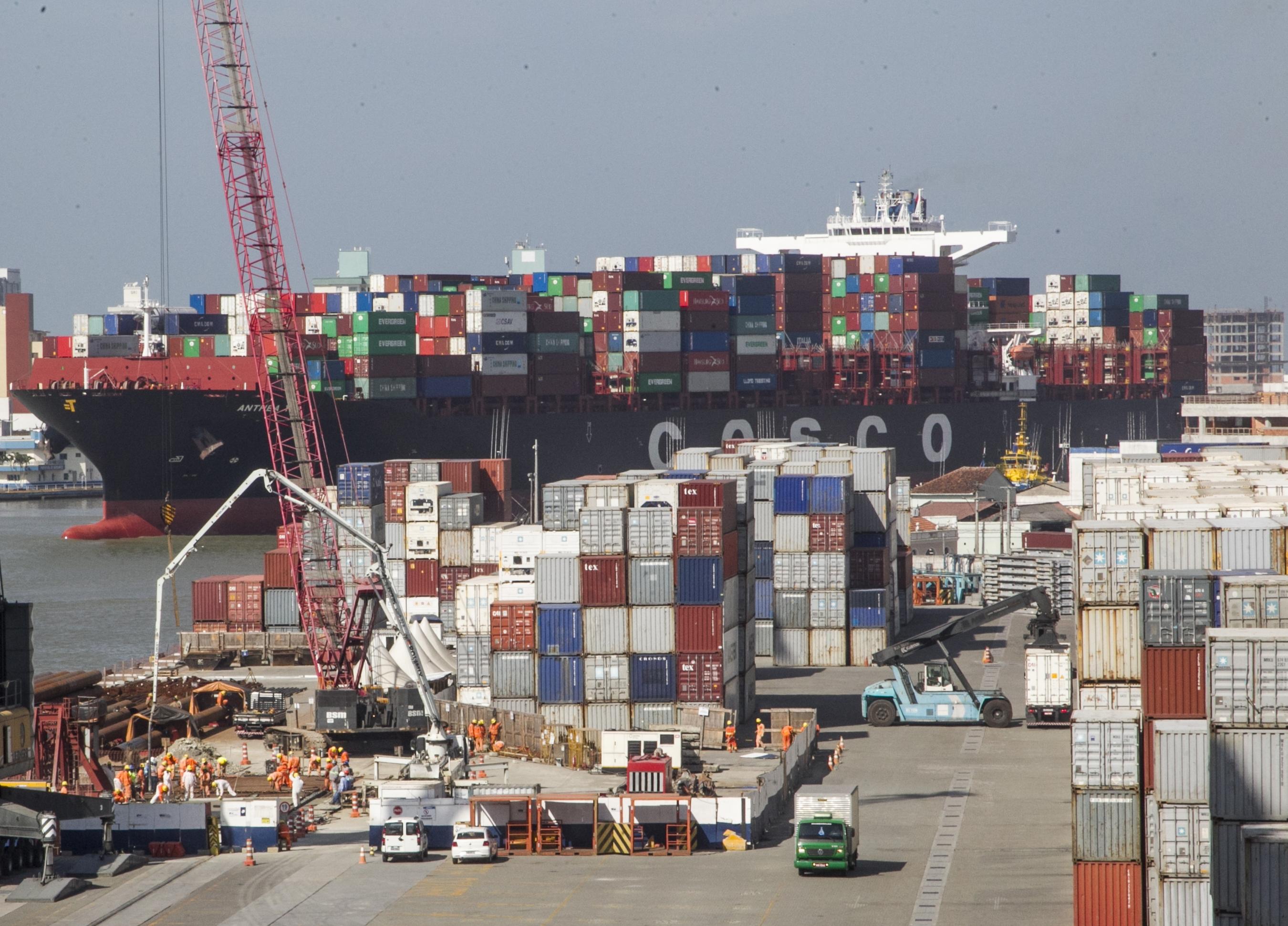 Com cinco terminais portuários, Santa Catarina luta para se livrar da ameaça de perder esse filão por causa das deficiências de infraestrutura rodoviária - Marco Santiago/ND