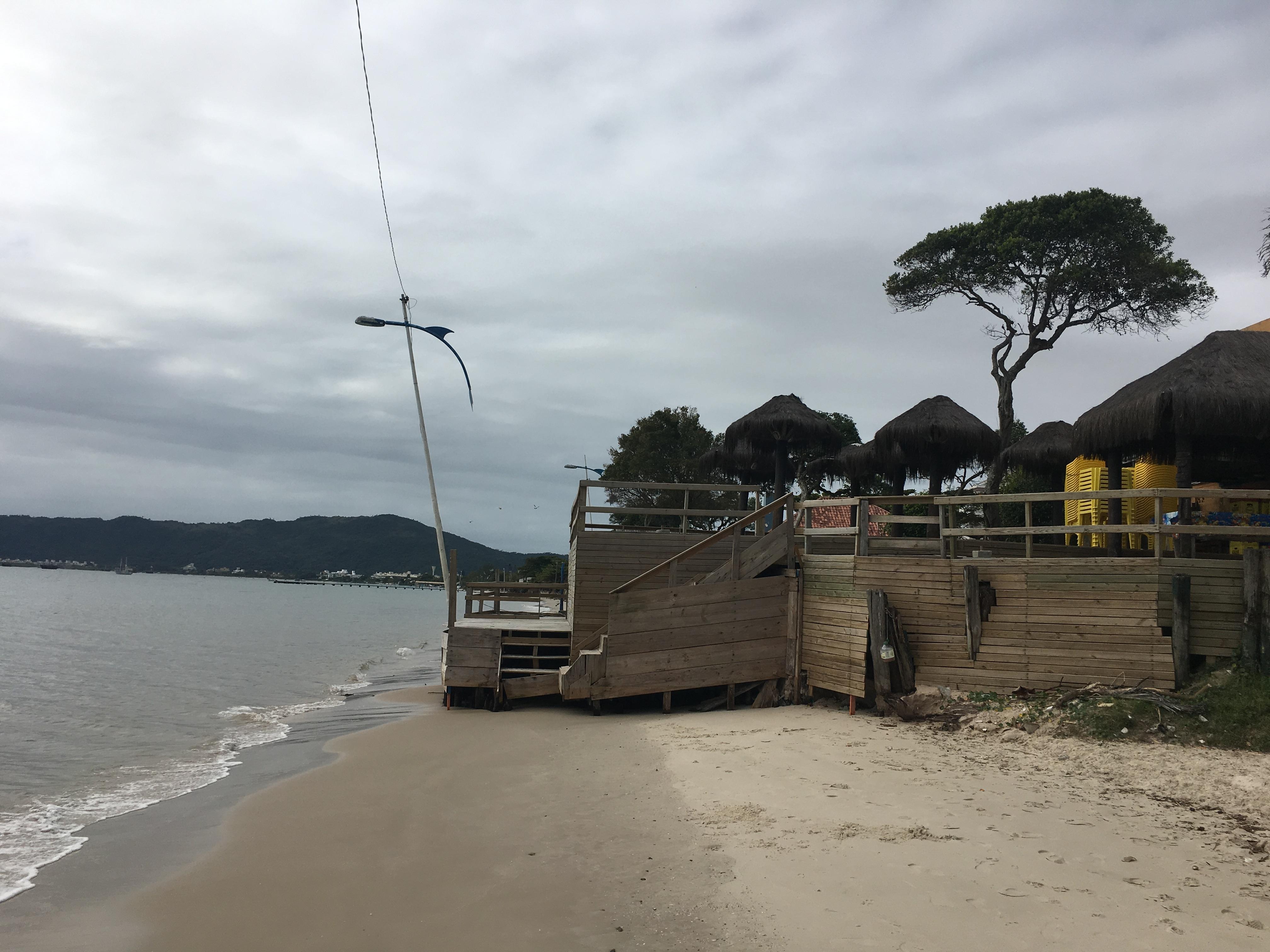 Restaurante antes da última ressaca (na foto abaixo, veja após a destruição) - Divulgação/Defesa Civil/ND