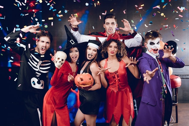 Decoracao De Halloween Para Festa De Aniversario.Empresa De Coqueteis Celebra Aniversario Com Halloween Na Lagoa Da