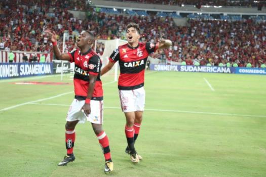 Vinicius Júnior e Paquetá vibram no Maracanã. Garotos devem jogar contra o Cruzeiro - (Gilvan de Souza / Flamengo)