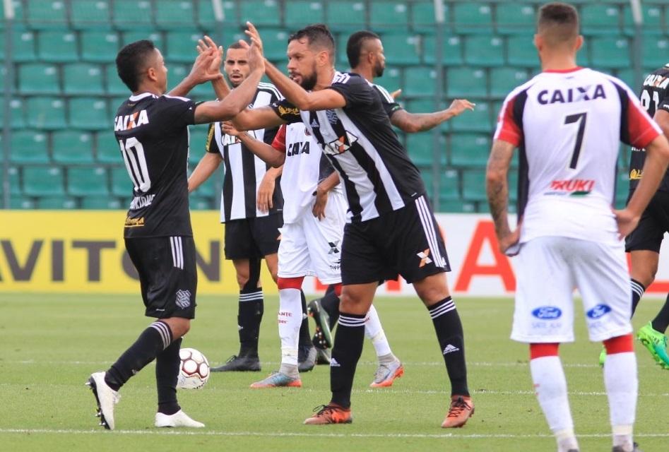 Jogadores comemoraram o primeiro gol do Figueirense - Divulgação/Figueirense/ND