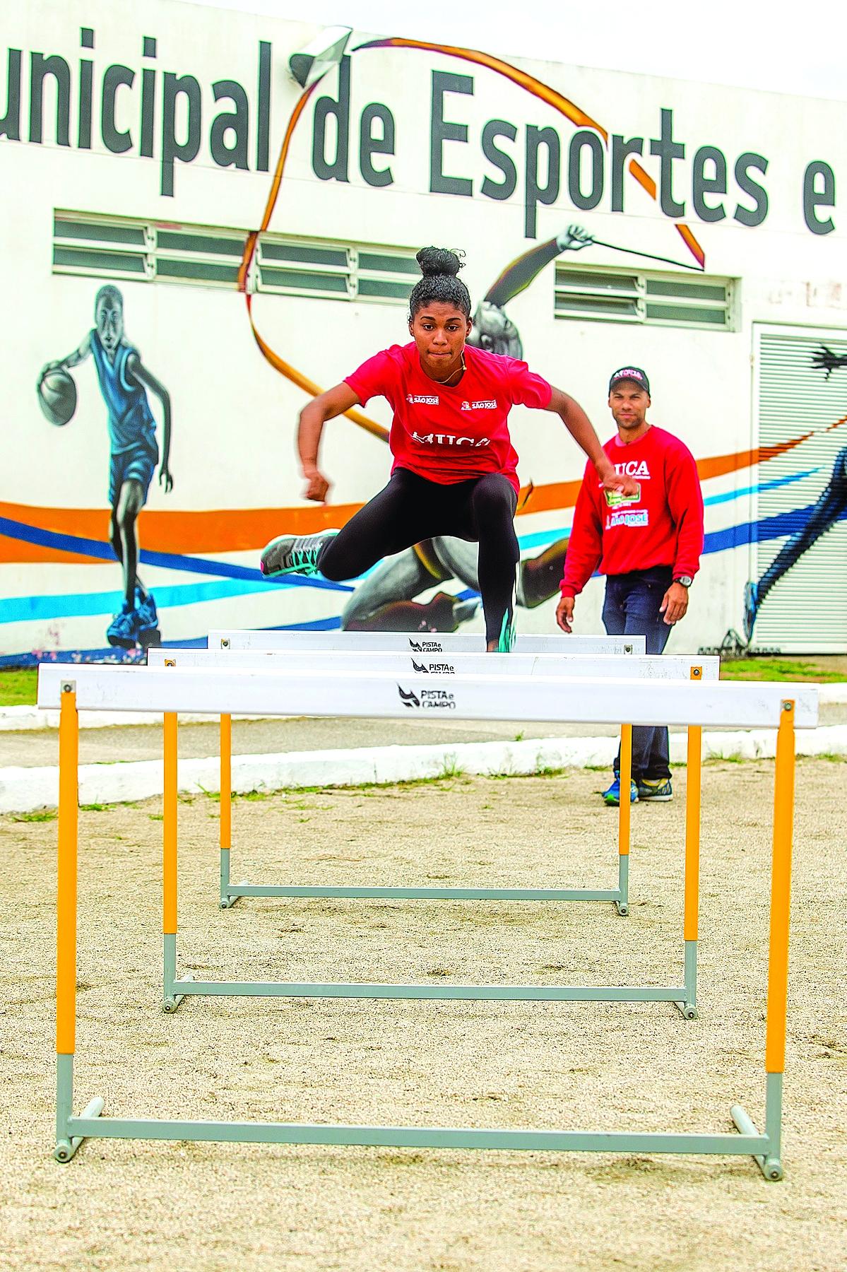 Micaela, de 1 7 anos, é uma das promessas da equipe de São José para Tóquio 2020 - Flávio Tin/ND