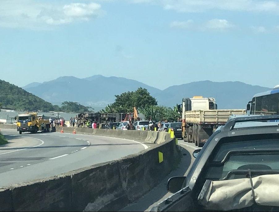 Longas filas se formaram nos dois sentidos da rodovia BR-101 em Biguaçu - PRF/ Divulgação