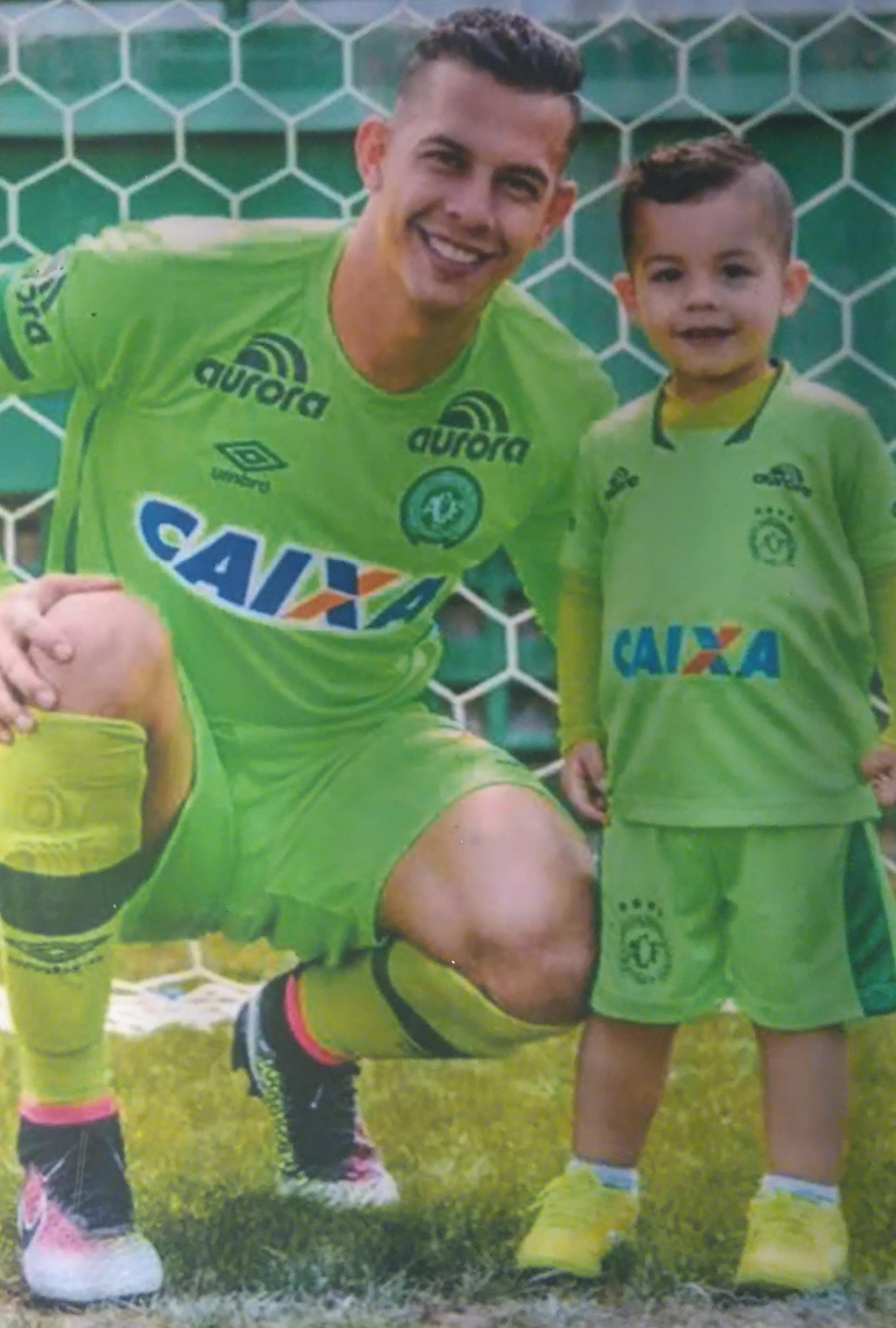 A história de Danilo (na foto ao lado do filho, Lorenzo), será contada nos cinemas - Reprodução/Diogo Maçaneiro/ND