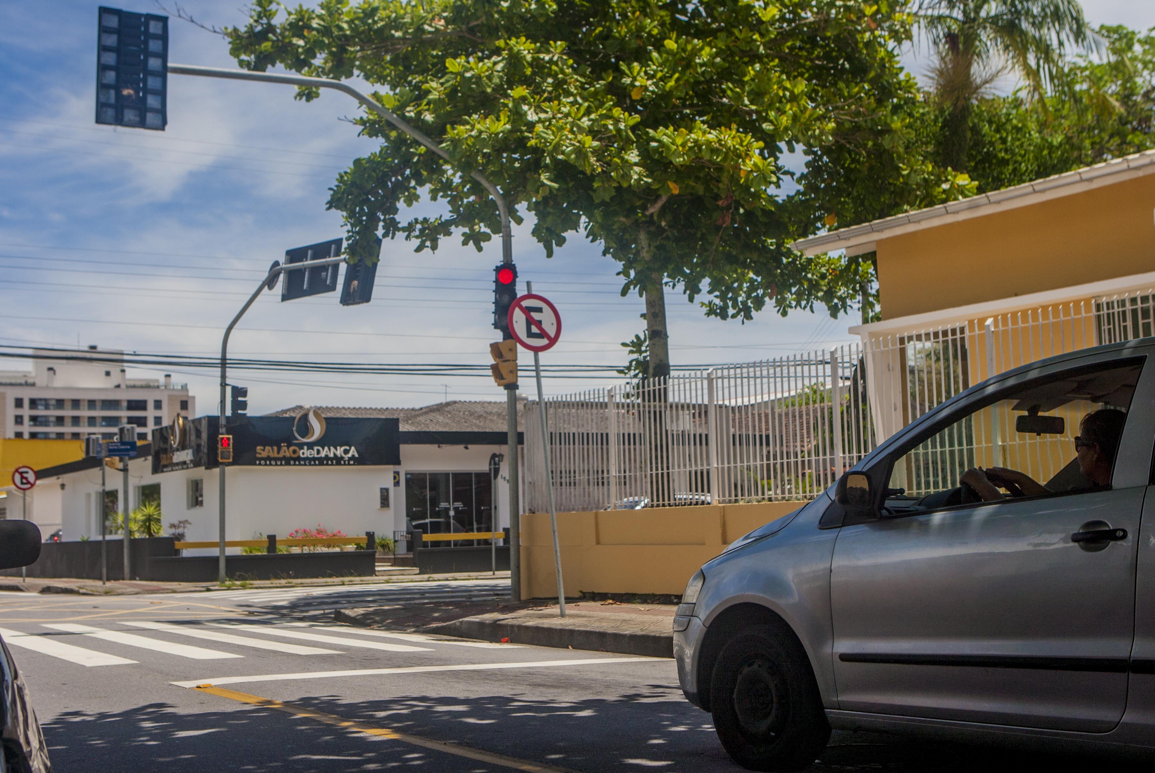No Balneário, moradores reclamam que o semáforo foi retirado - Flávio Tin/Arquivo/ND