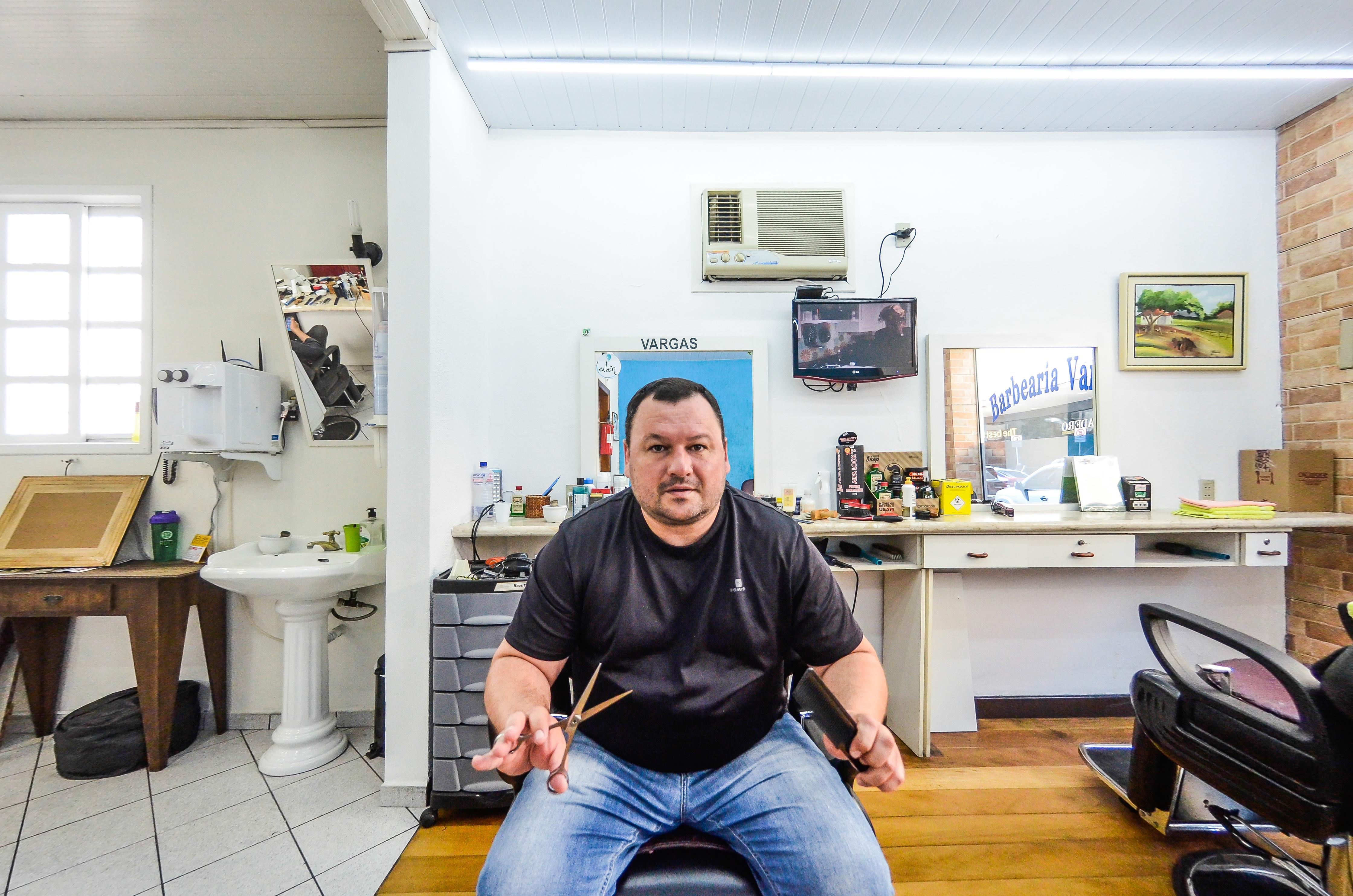 Na Barbearia Vargas, o assunto sempre acaba em futebol - Joyce Reinert/ND
