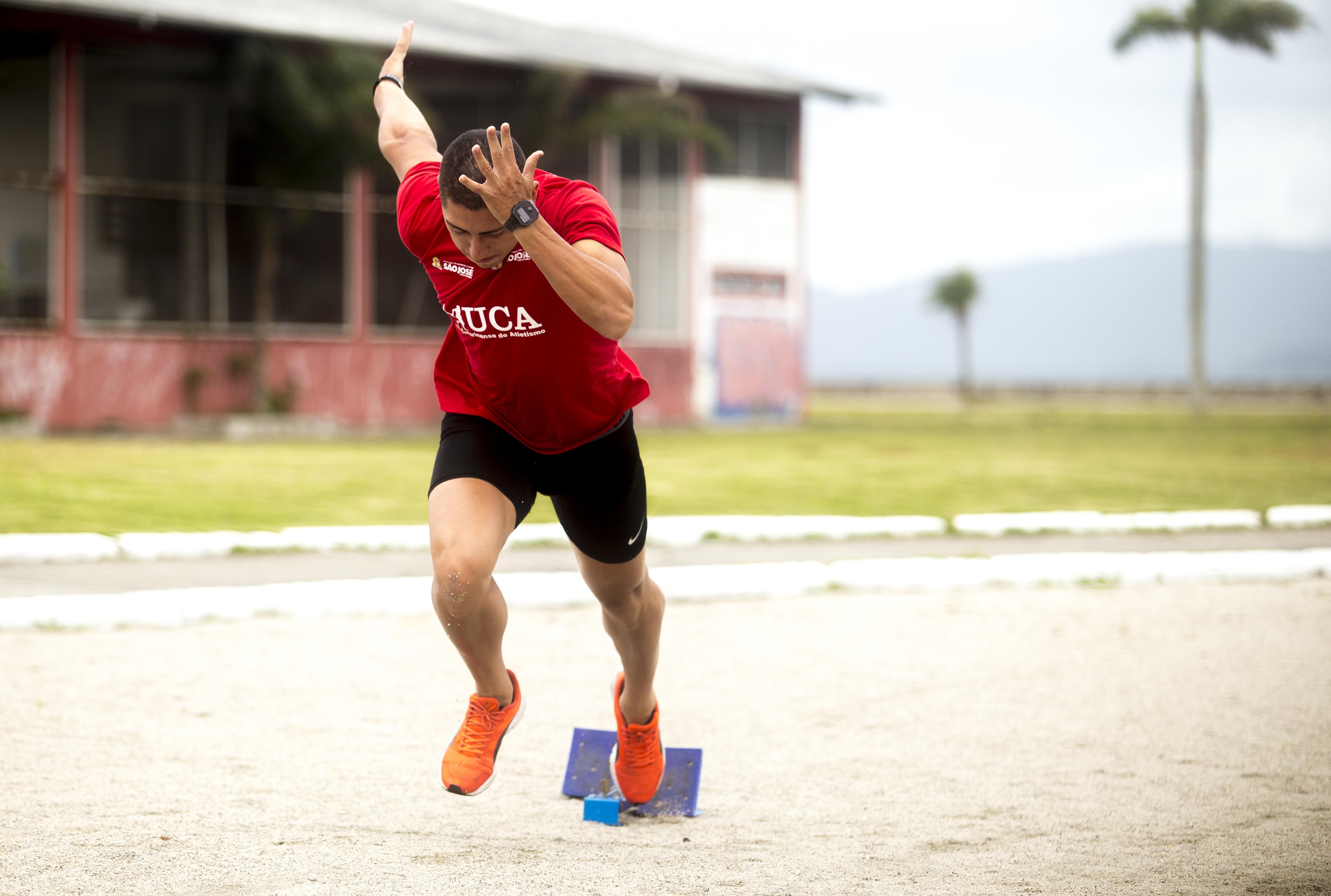 Jonatan conquistou três ouros e uma prata nos Jasc e está no Top 10 do ranking nacional dos 200m - Flávio Tin/ND