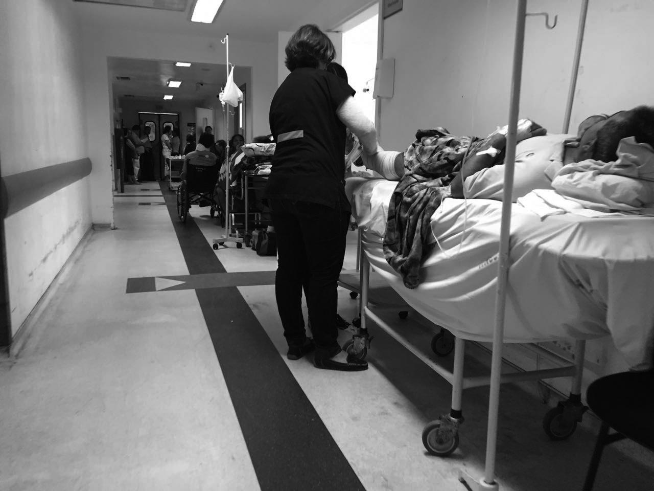 Macas nos corredores, emergência lotadas, equipamentos quebrados, falta de pessoal e até de medicamentos fazem    parte do drama diário nos hospitais que atendem pelo SUS - Brunela Maria/ND