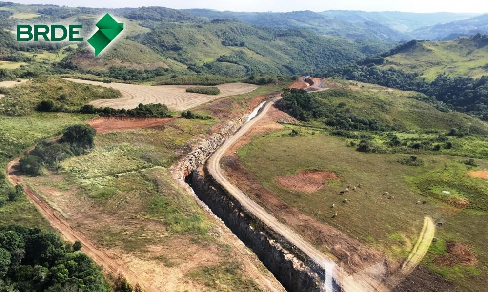 O arranjo proposto para a CGH é composto por barramento, tomada d'água, canal adutor, câmara de carga, conduto forçado e canal de fuga - Divulgação/Mafrás
