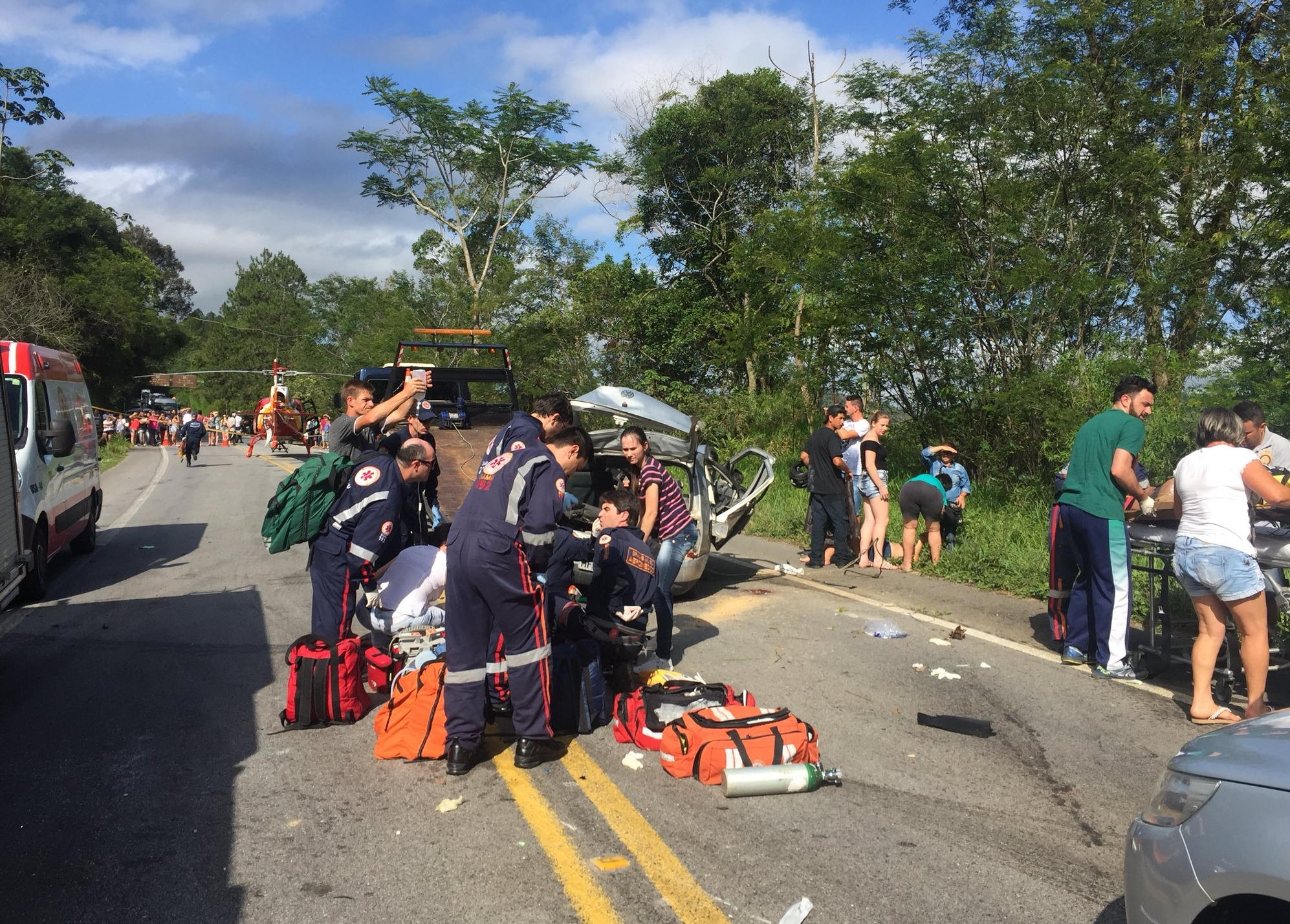 Equipes do Samu, bombeiros, Arcanjo, polícia prestaram atendimento no acidente - Arcanjo/ Diculgação