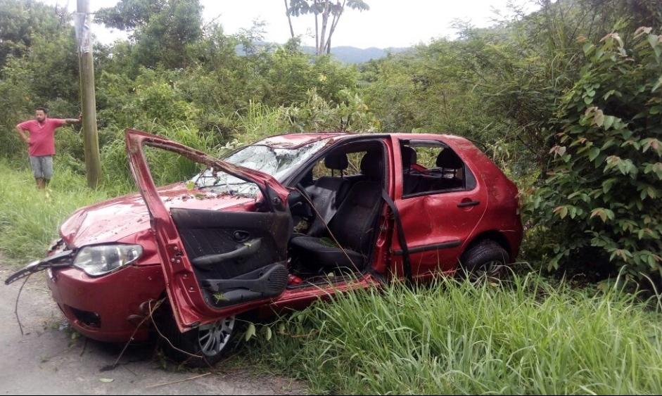 Acidente ocorreu na tarde desta terça-feira (26), na BR-470, em Apiúna, no Vale do Itajaí - Maurício Cattani/ RIC TV