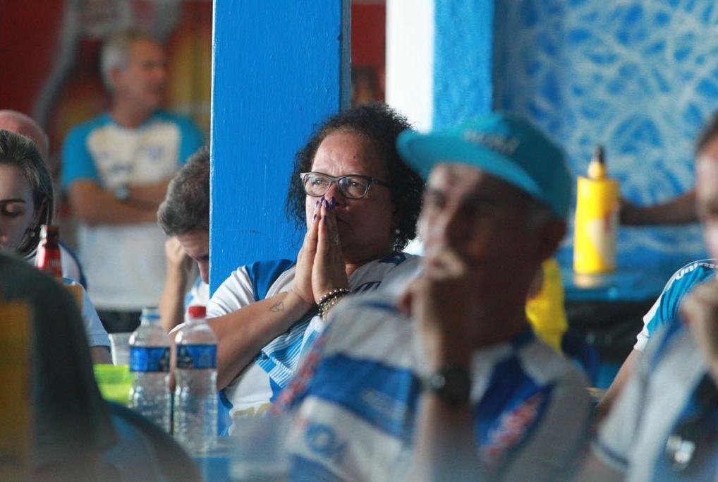 Torcida sofreu acompanhando o jogo na Toca do Leão - Marco Santiago/ND