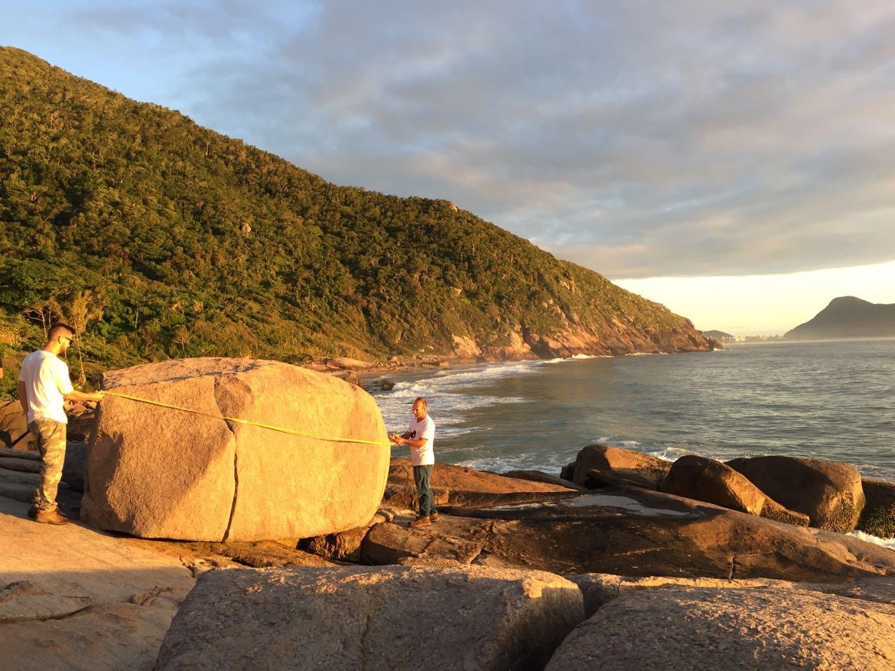 Expedição científica pela praia do Saquinho nesta sexta-feira - Divulgação/ND