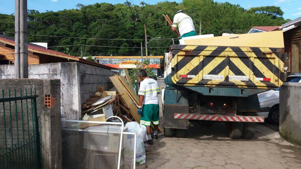Um dos lotes vai tratar do serviço de remoção de lixo pesado – Foto: PMF/Divulgação/ND