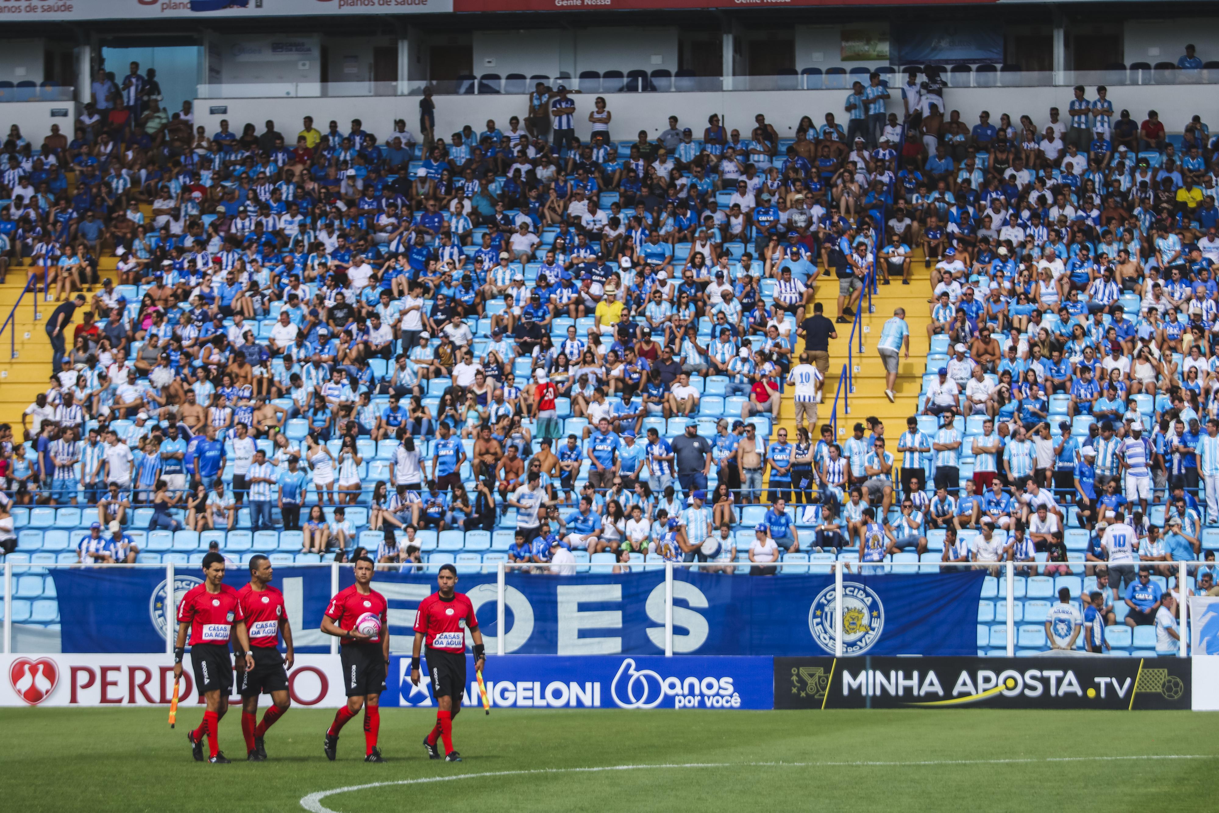 Retorno dos torcedores aos estádios de futebol do Brasil, sem maiores riscos, ainda pode demorar para acontecer – Foto: Daniel Queiroz/ND