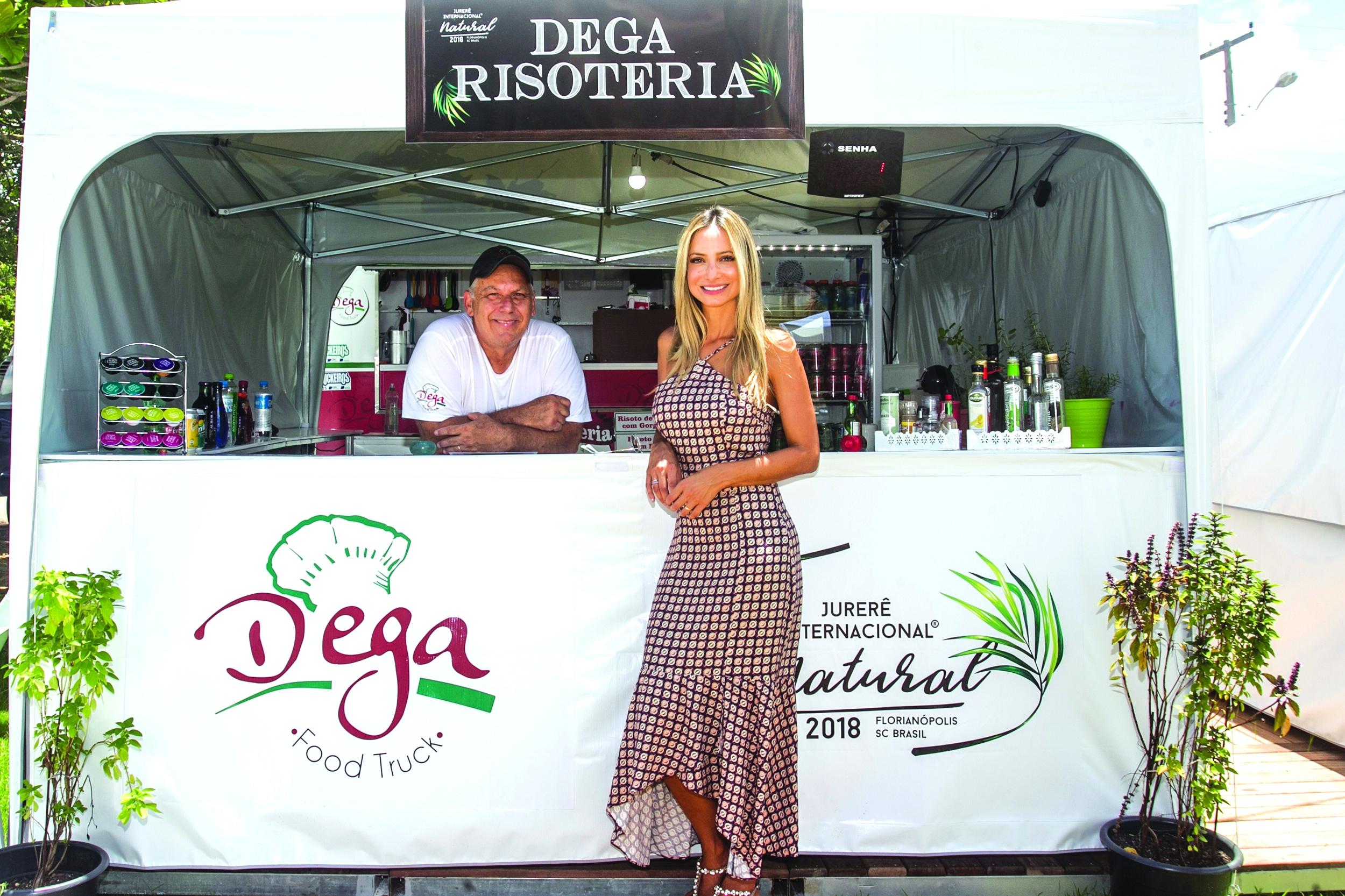 Andrea Gusmão, idealizadora do projeto, com Moisés Isidoro Coelho, do Dega - Marco Santiago/ND