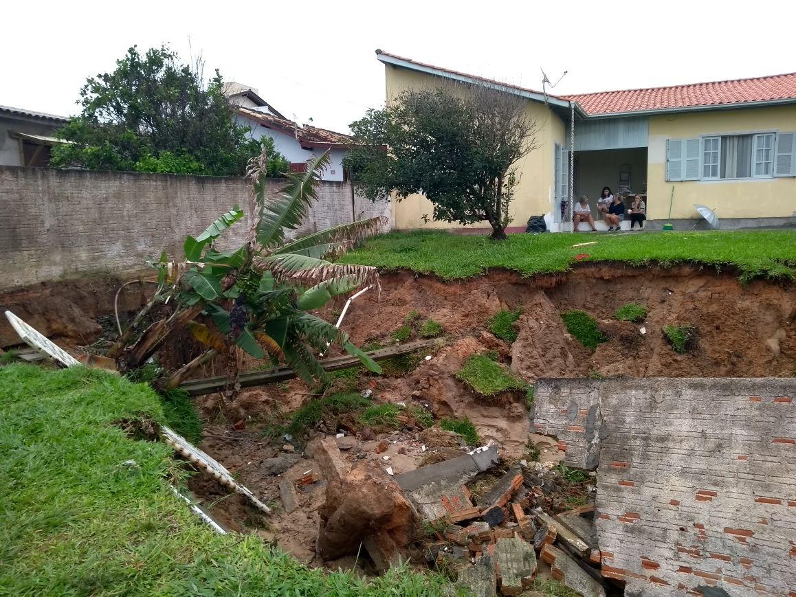 Em Imbituba, duas casas apresentaram danos por causa da chuva - Defesa Civil de SC/Divulgação/ND