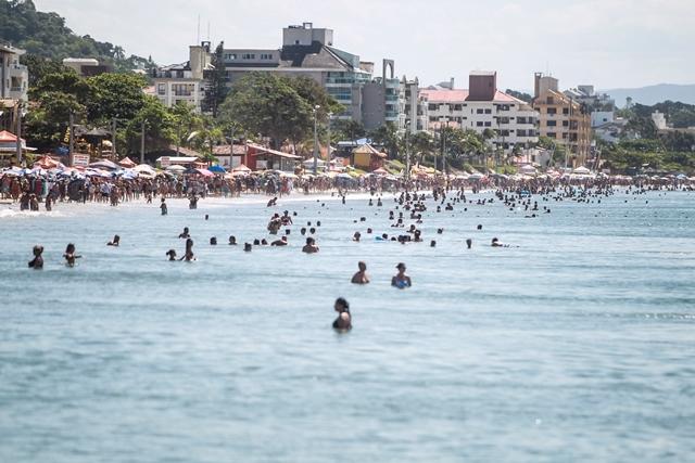Praia ficou lotada nesta segunda-feira em Florianópolis - Marco Santiago/ND