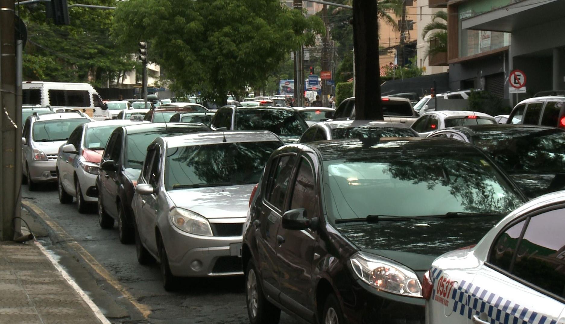 Avenida Mauro Ramos, na região central de Florianópolis,ficou totalmente congestionada nos dois sentidos - RICTV/ Reprodução