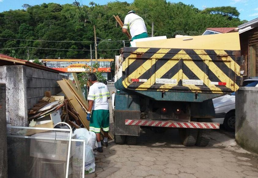Comcap realizou força-tarefa para coleta de lixo pesado em mais de dez bairros da Capital - PMF/Divulgação/ND