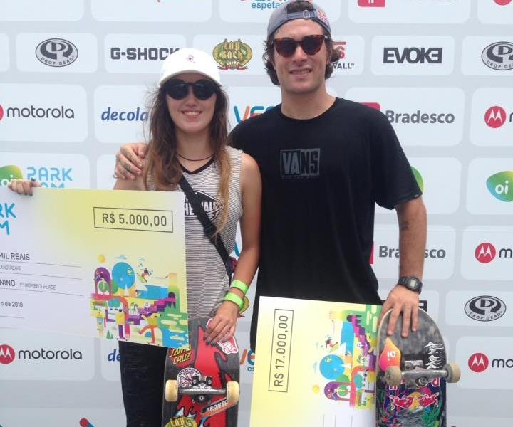 Foto dos vencedores Yndiara Asp e Pedro Barros viralizou nas redes sociais - Oi Park Jam/Facebook/Divulgação