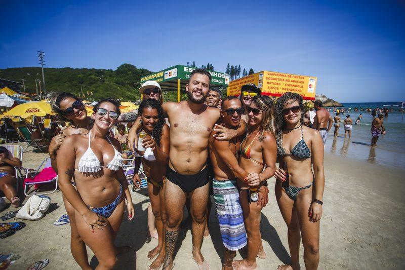 Praia da Joaquina, em Florianópolis, neste domingo (14) - Daniel Queiroz/ ND