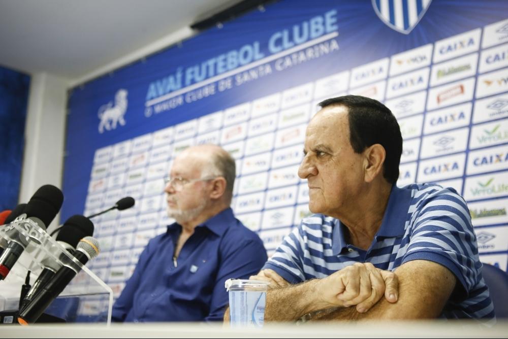 Battistotti (à dir.) e Moreira querem colocar o Floripa de volta na Liga Futsal em 2018 - Daniel Queiroz/ND