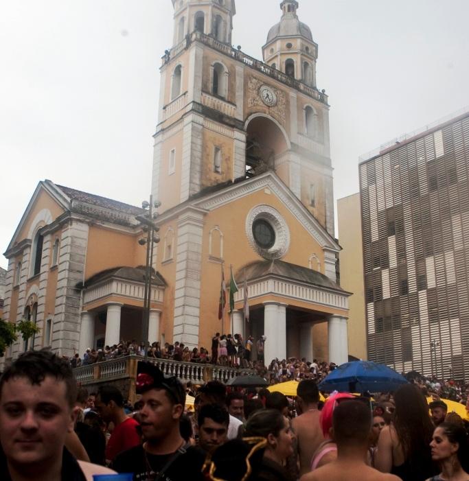 O Bloco dos Sujos mantém o espaço tradicional do Carnaval no Centro de Florianópolis - Flávio Tin/ND