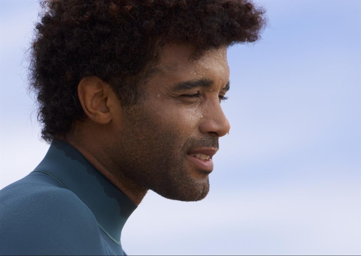 Ator Cássio Nascimento será Nando Oliveira, ex-surfista e campeão mundial. Ele esteve na Capital para uma imersão - Divulgação/ND