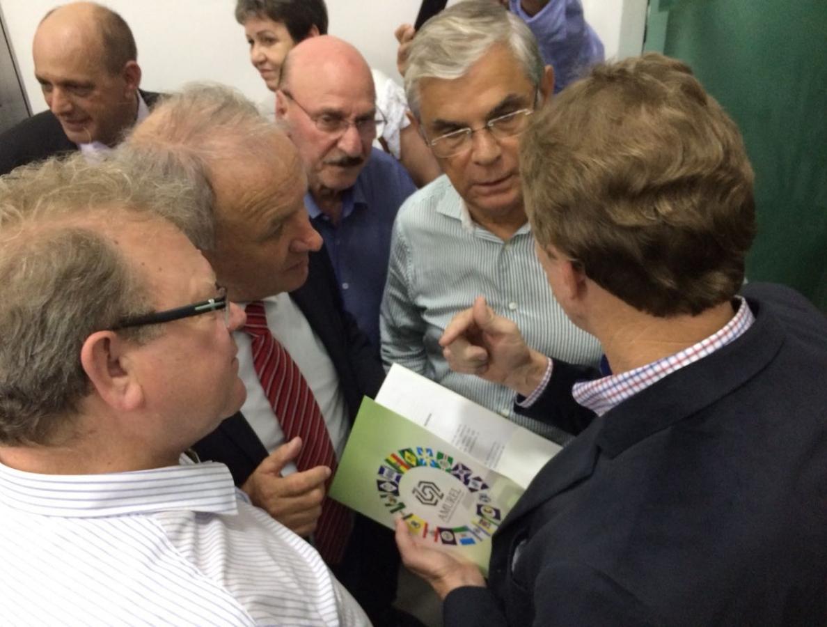 Governador em exercício recebe a moção dos prefeitos da região Sul - Antonio Rozeng/Divulgação/ND