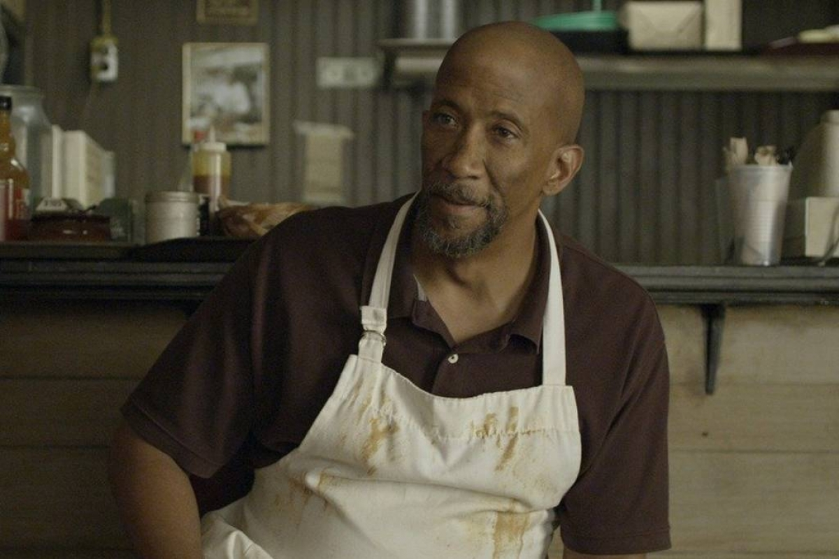 O ator Reg E. Cathey na série