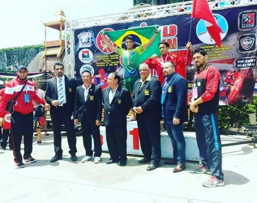 Com bela atuação, o brasileiro Alexandre Teles foi campeão mundial de Muay Thai, na Tailândia (Foto: Divulgação)