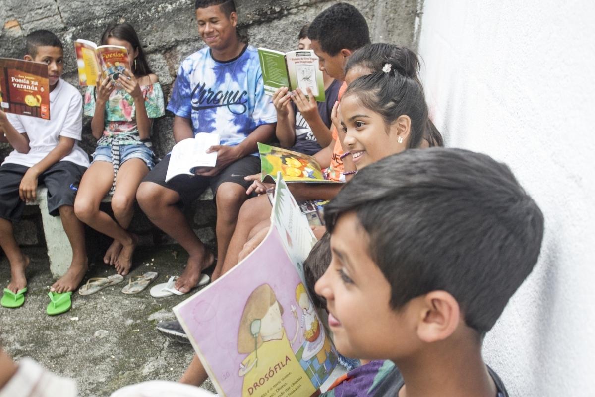 Atividades desenvolvidas por Gislane Souza, bibliotecária, e Giovanna Marchiori, pedagoga, envolve as crianças de forma lúdica - Marco Santiago/ND