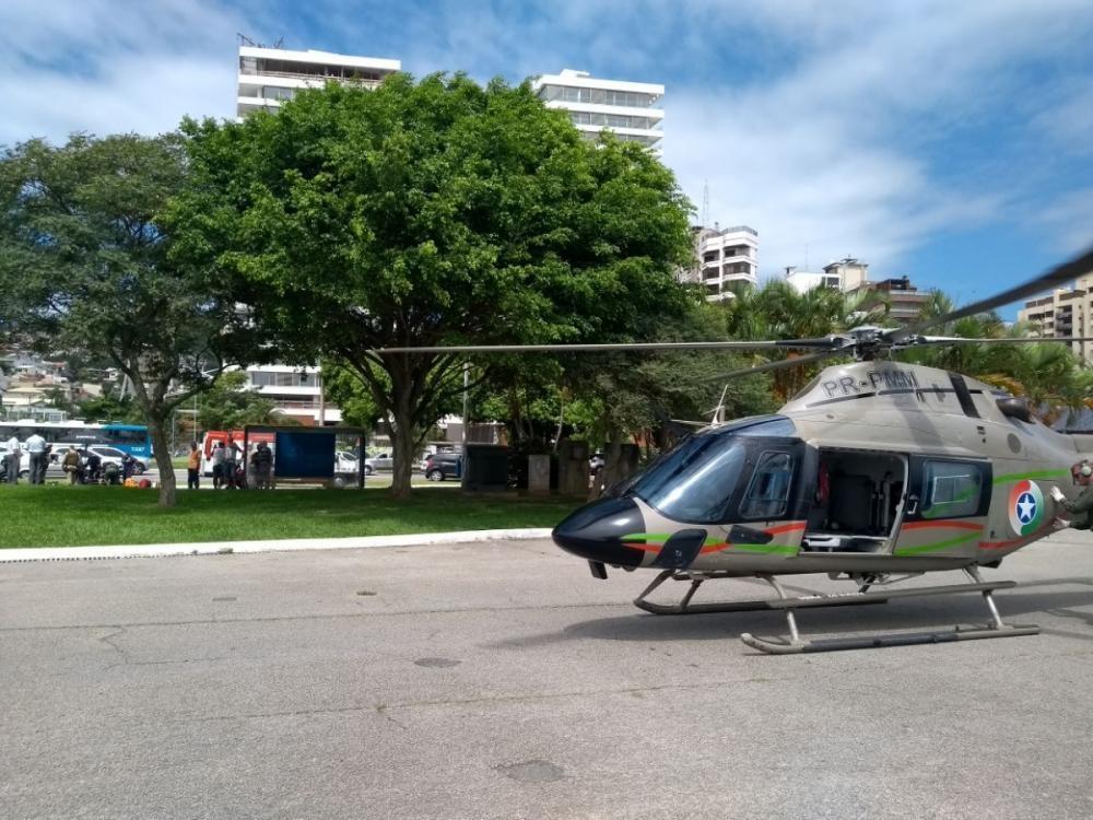 O Helicóptero Águia, da PM, auxiliou no atendimento após o acidente - Águia/PM/Divulgação/ND