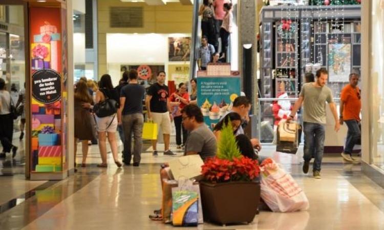 Segundo a expectativa do setor, as vendas do comércio no Natal devem crescer 4,8% este ano - Valter Campanato/Arquivo/Agência Brasil