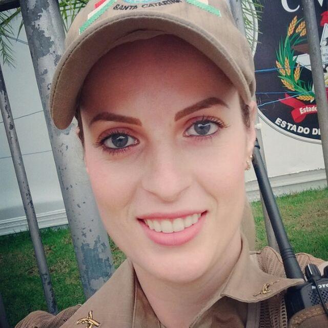Soldado Caroline Plescht estava de férias com o marido, que também é PM, em Natal - Reprodução/ND